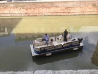 Visita in barca nel fossato