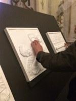 """Dipingere gli affetti si arricchisce dei quadri tattili realizzati dagli allievi del Liceo Artistico """"Dosso Dossi"""""""